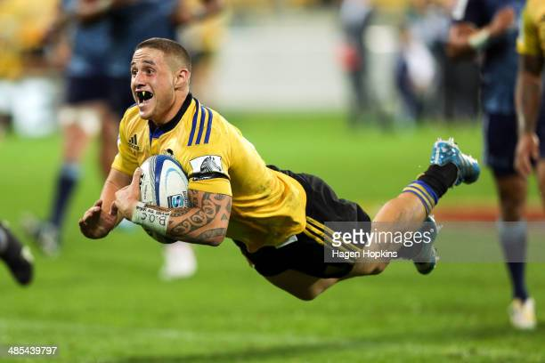 Perenara of the Hurricanes scores a try during the round ten Super Rugby match between the Hurricanes and the Blues at Westpac Stadium on April 18...