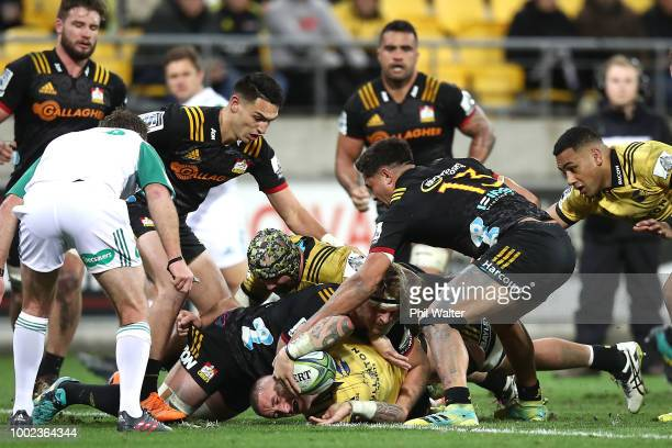 Perenara of the Hurricanes scores a try during the Super Rugby Qualifying Final match between the Hurricanes and the Chiefs at Westpac Stadium on...