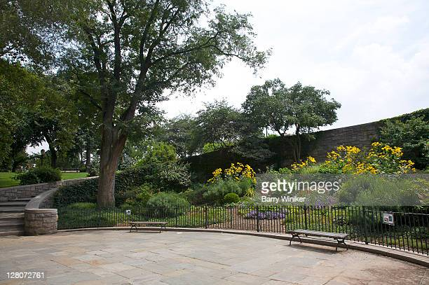 perennial garden, plaza and staircase, carl schurz park, upper east side, new york, ny, u.s.a. - wpa stock pictures, royalty-free photos & images