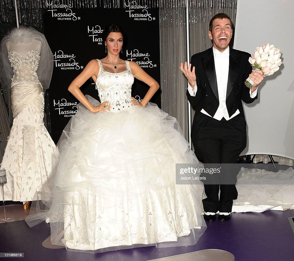 Kim kardashian wax figure unveiled in wedding dress at madame perez hilton unveils a kim kardashian wax figure in a wedding dress at madame tussauds hollywood junglespirit Images