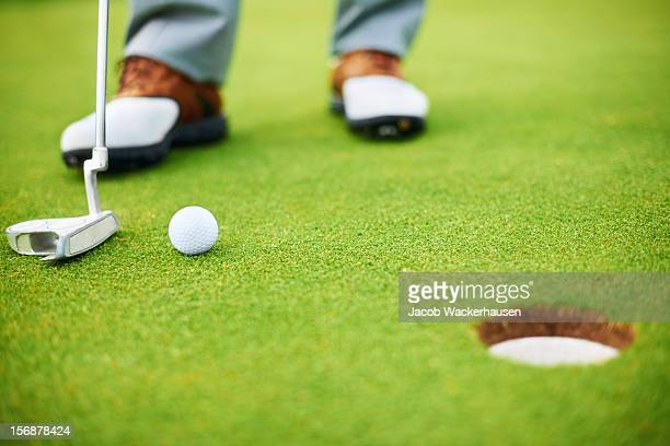perfect shot - putting stock pictures, royalty-free photos & images