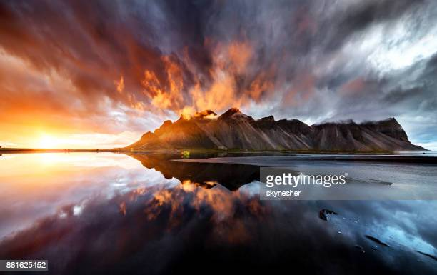 perfect wiev of the sunset behaind vestrahorn mountain - beauty in nature stock pictures, royalty-free photos & images