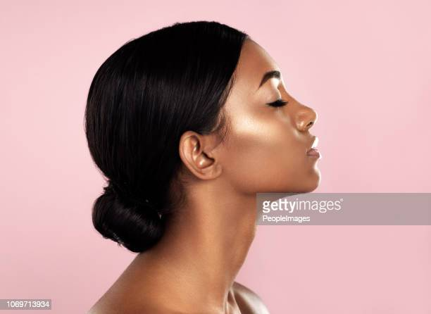 perfection in profile - beautiful woman imagens e fotografias de stock
