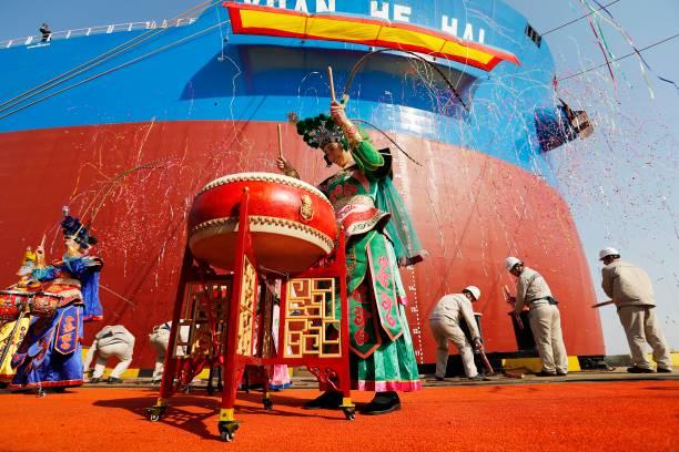 Fotos und Bilder von Shanghai Shipbuilder Delivers 400,000 ...