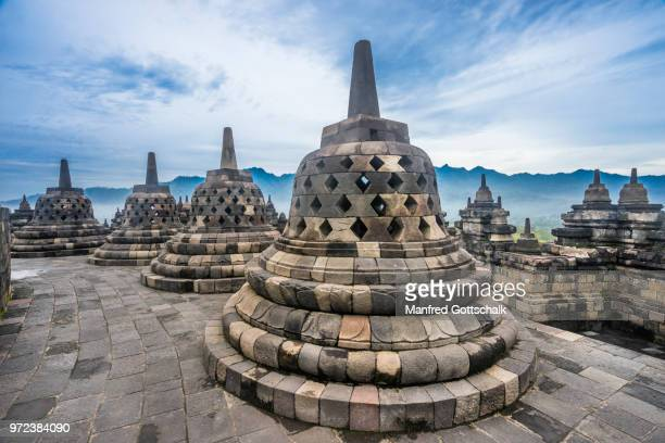 perforated stupas containing buddha statues on the circular top terraces of 9th century borobudur buddhist temple, central java, indonesia - java indonesia fotografías e imágenes de stock