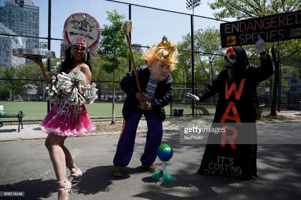 Trump's First NYC Visit Met With Protest : News Photo