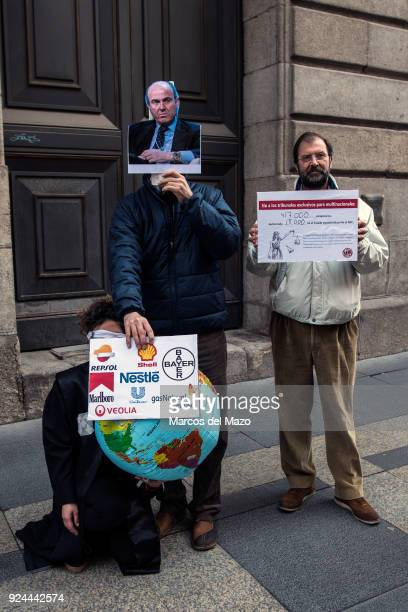 A performance carried out in front of the Ministry of Finance where activists have delivered 417k European signatures against TTIP TISA and CETA
