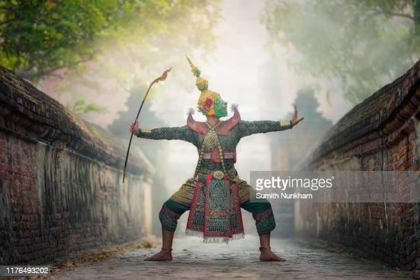 "khon, performances drama action dancing art in masked of tos-sa-kan in the story thai literature ""ramayana"" - linda rama imagens e fotografias de stock"