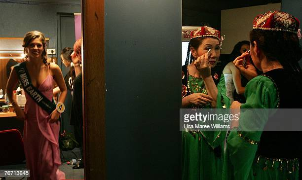 A performer applies makeup backstage during the Miss Earth Australia contest at the Enmore Theatre September 13 2007 in Sydney Australia Thirtyfive...