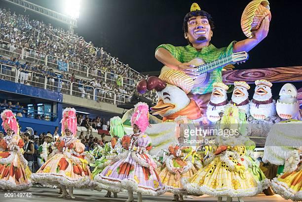 A performer dances during Imperatriz Leopoldinense performance at the Rio Carnival in Sambodromo on February 8 2016 in Rio de Janeiro Brazil Despite...