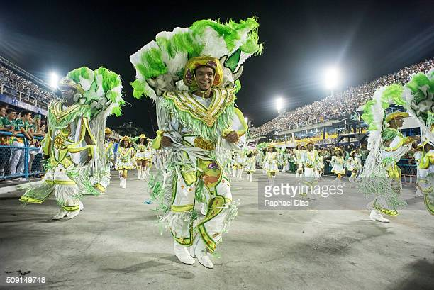 A performer dances during Imperatriz Leopoldinense performance at the Rio Carnival in Sambodromo on February 8 2016 in Rio de Janeiro Brazil Despite...