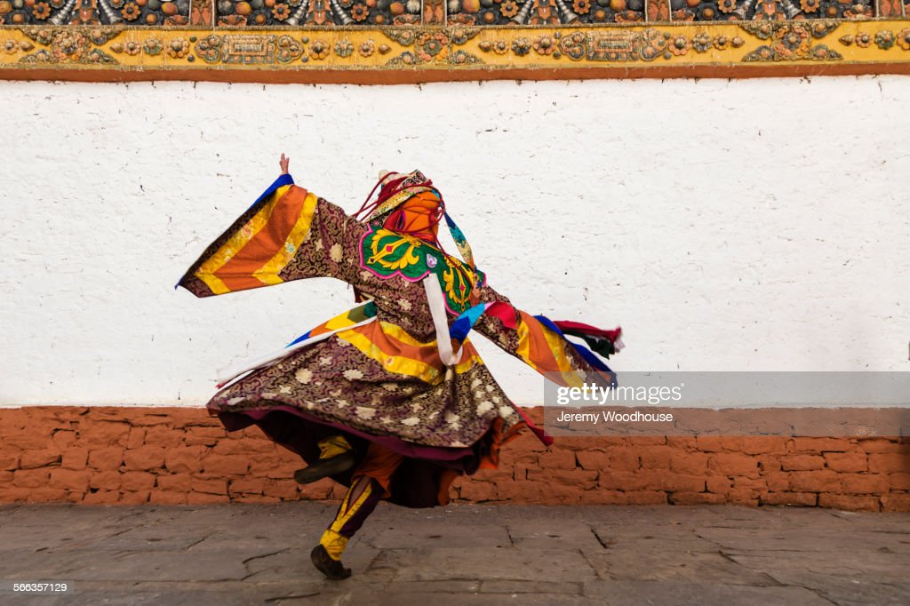 Performer dancing in traditional dress : ストックフォト