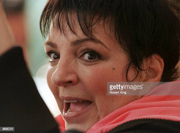 Performer Liza Minnelli waves to well-wishers October 30, 2000 after being released from the Cleveland Clinic Hospital in Fort Lauderdale, Florida....