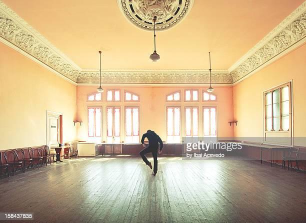 performer - dancing photos et images de collection
