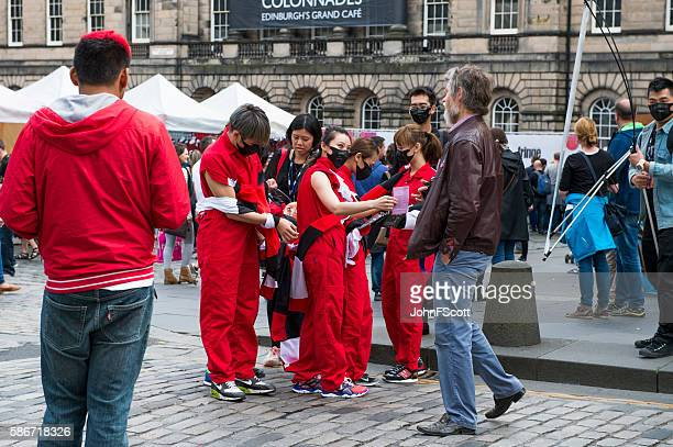 Performers and the public on the Royal Mile, Edinburgh