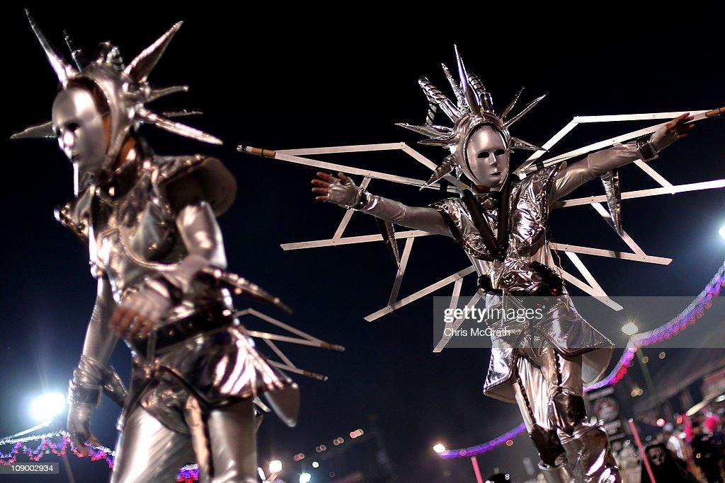 Fotos E Imagenes De Chingay Parade Getty Images
