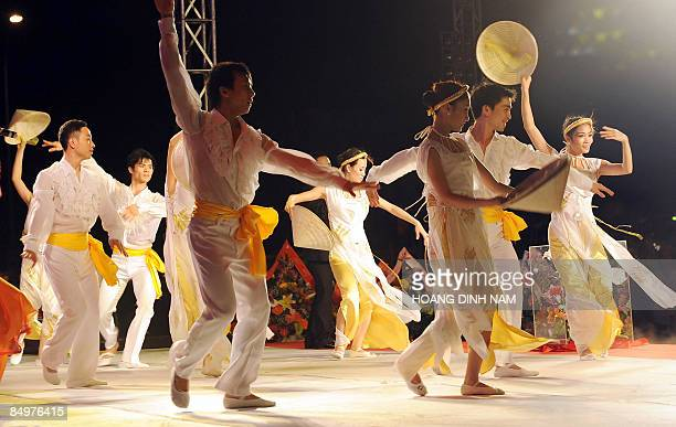 Performers dance during the inauguration ceremony of Dung Quat oil refinery, Vietnam's first on February 22, 2009 in the central province of Quang...
