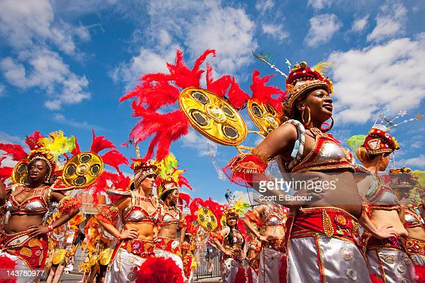 performers during the notting hill carnival - notting hill stock pictures, royalty-free photos & images
