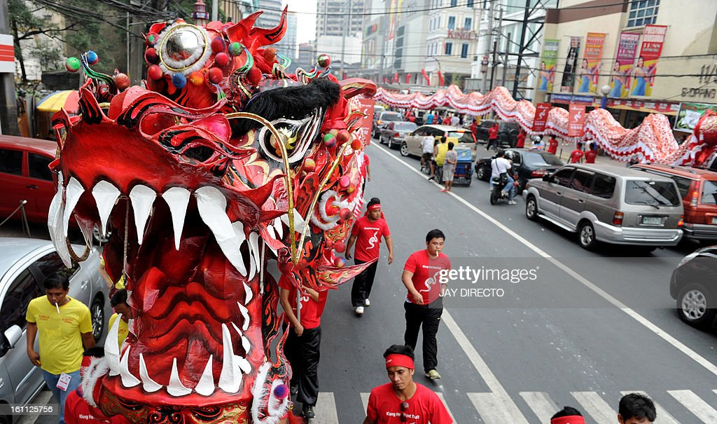 Performers take part in a dragon dance in the eve of the Chinese Lunar New Year of the Snake in China town in Manila on February 9, 2013. The Dragon Dance is usually performed during the Chinese New Year to bring in good luck and prosperity as billions of Chinese world wide celebrate Lunar New Year of the Snake. AFP PHOTO / Jay DIRECTO