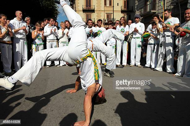 execução de capoeira - capoeira imagens e fotografias de stock