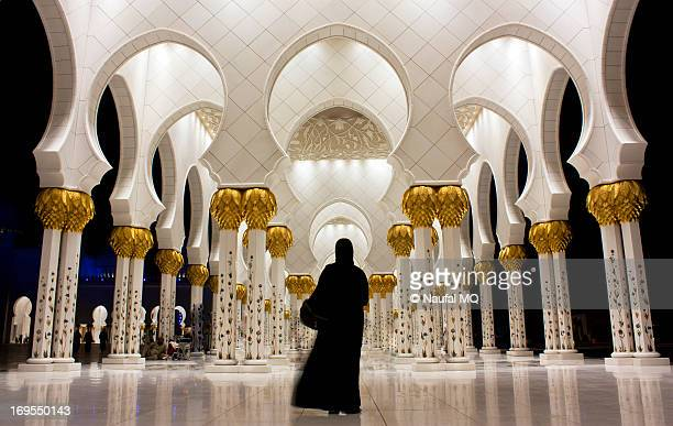 performing islamic prayer - sheikh zayed mosque stock pictures, royalty-free photos & images