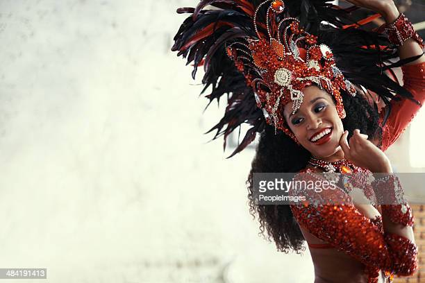 performing live brings a smile to all - brazilian carnival stock pictures, royalty-free photos & images