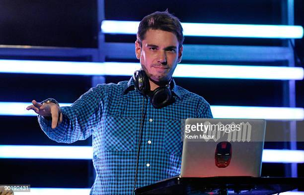 """Performs at the launch of """"DJ Hero"""" hosted by ActiVision held at The Wiltern on June 1, 2009 in Los Angeles, California."""