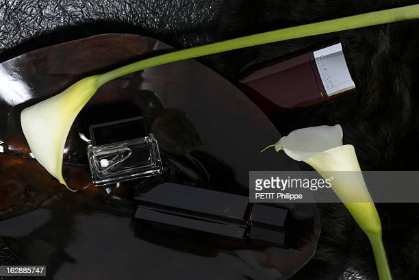 Perfumes For Men Les parfums pour hommes le sensuel sur fond d'aromes flacons de parfum MARC JACOBS MEN GIVENCHY POUR HOMME et ESCADA SENTIMENT sur...