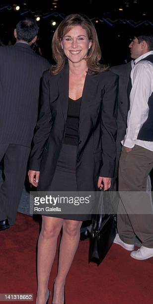 Peri Gilpin at the World Premiere of Primary Colors Cinerama Dome Theater Universal City