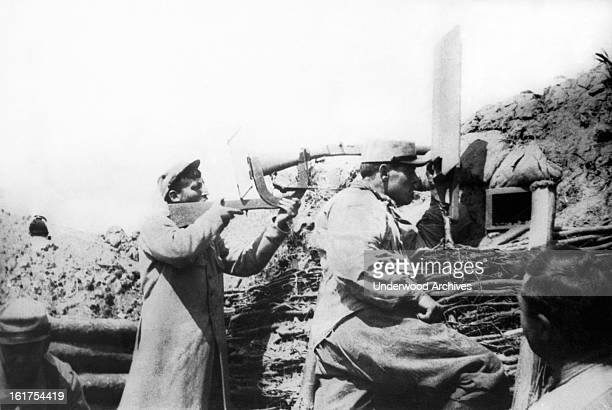 A periscope system devised by the French for staying below the level of the trenches and without exposing themselves fire effectively at the Germans...