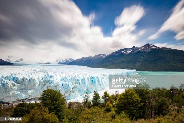 perito moreno glacier in los glaciares national park, patagonia, argentina, january 15, 2018 - patagonische anden stock-fotos und bilder