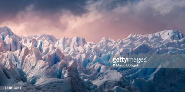 perito moreno glacier, patagonia argentina - 氷河 ストックフォトと画像
