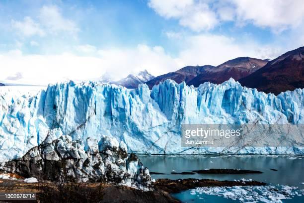 perito moreno glacier - 氷河湖 ストックフォトと画像