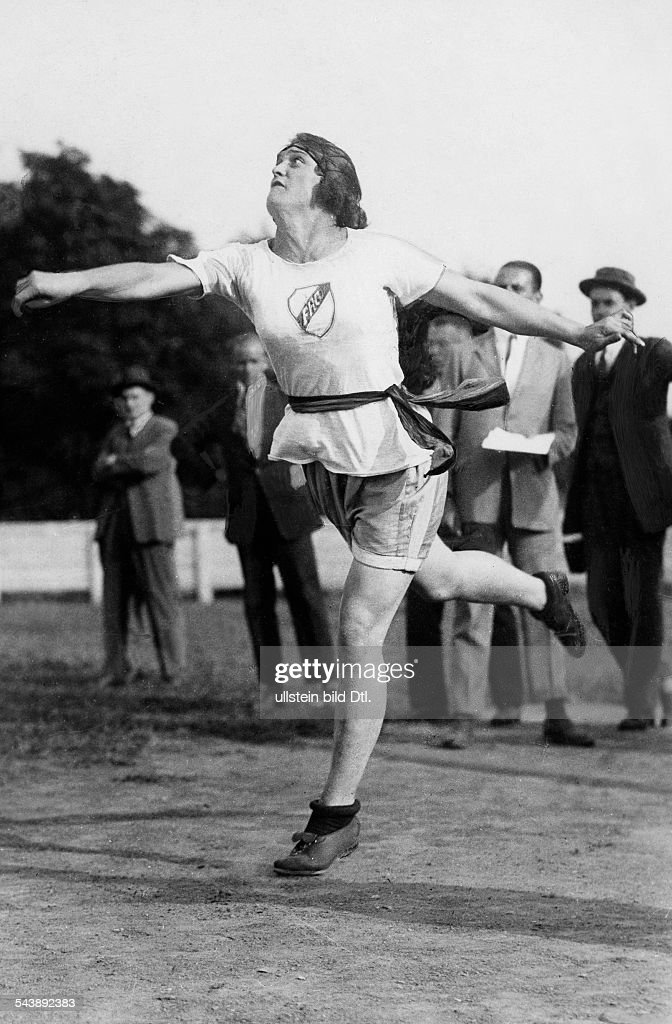 Perkaus, Elisabeth ' Liesl ' - Sportswoman, track and field athlete, Austria*24.05.1905-27.01.1987+- during the Olympic Summer Games in Amsterdam - Photographer: Lothar Ruebelt- Published by: 'Das Blatt der Hausfrau' 18/1928Vintage property of ullste : Nyhetsfoto