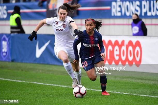 Perle Morroni of PSG and Amelie Delabre of Metz during the Division 1 Feminine match between Paris Saint Germain and Metz on December 16 2018 in...