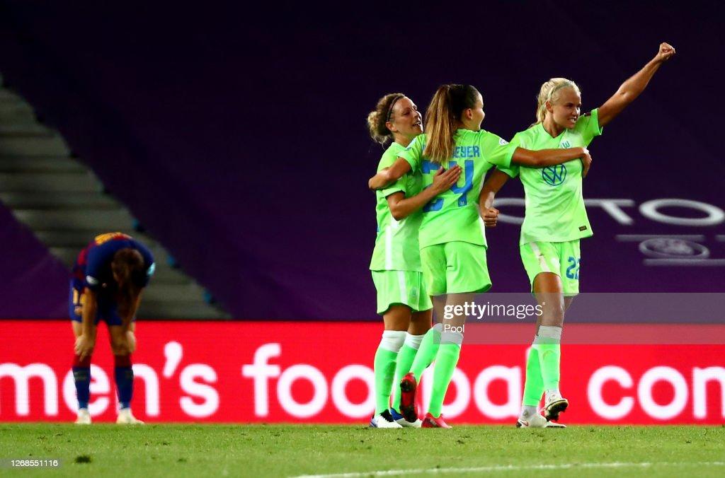 VfL Wolfsburg v FC Barcelona - UEFA Women's Champions League Semi Final : News Photo