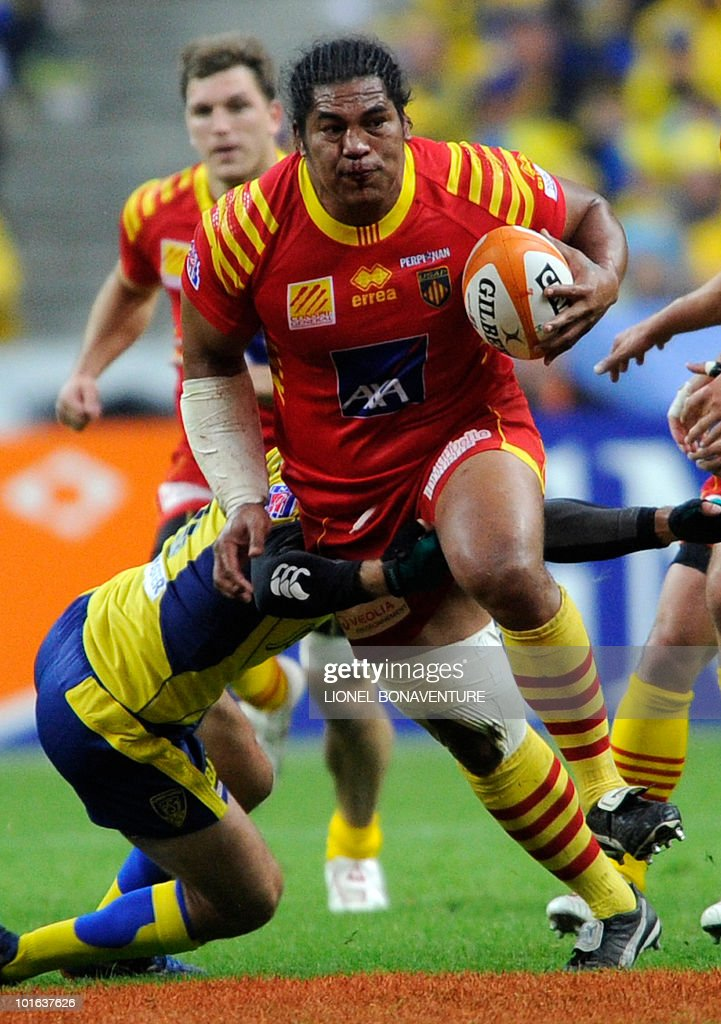 Perpignan's number eight Henry Tuilagi runs with the ball during the French Top 14 rugby union final match Perpignan versus Clermont-Ferrand, on May 29, 2010 at the Stade de France in Saint-Denis, northern Paris.