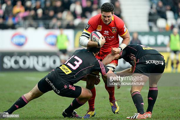 Perpignan's Samoan flanker Daniel Leo vies with Paris' Australian centre Paul Williams and French hooker Laurent Sempere during a French Top 14 rugby...