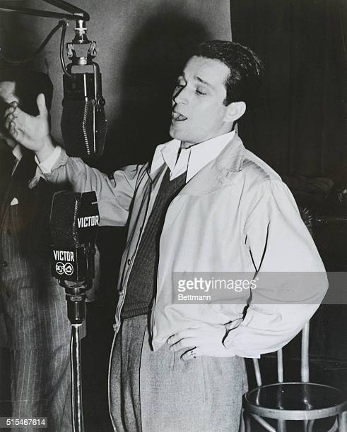 Perry Como singing into a RCA Victor microphone during a radio broadcast. Undated photograph.