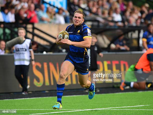 Perry Humphreys of Worcester Warriors outruns Ryan Olowofela of Leicester Tigers to score a try during the Singha Premiership Rugby 7s series match...
