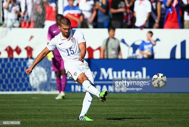 Perry Kitchen of the USA passes the ball during the international men's friendly match against Panama at StubHub Center on February 8 2015 in Los...