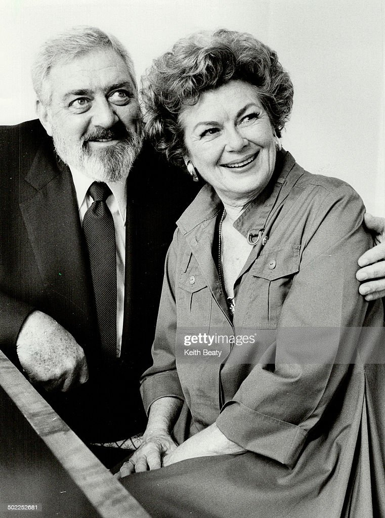 Perry Mason returns: Raymond Burr and Barbara Hale, above, on the set of the original Perry Mason se : News Photo