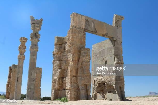 persepolis gate of all nations - ペルシア文化 ストックフォトと画像