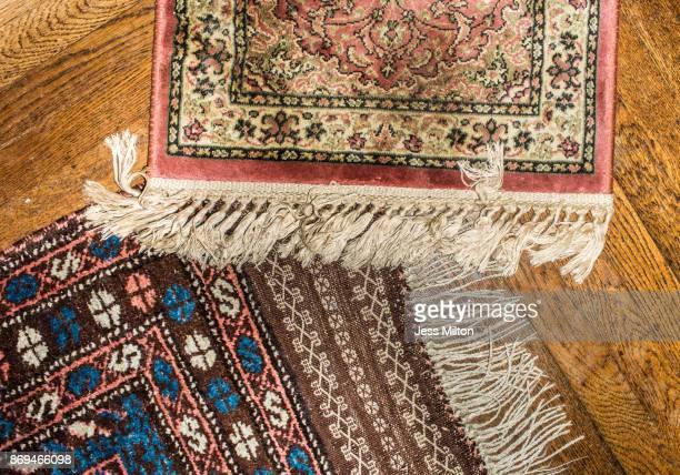 persian rugs on wood floor - persian rug - fotografias e filmes do acervo