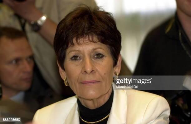 Persönliche Referentin von Altbundeskanzler Helmut Kohl, Leiterin seines Berliner Abgeordnetenbüros - Porträt anlässlich der Aussage vor dem...