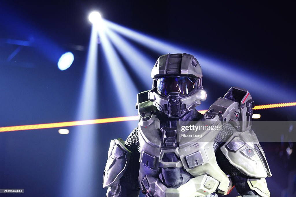 Gamers Compete In The U.K. Halo World Championships Final 2016 : News Photo