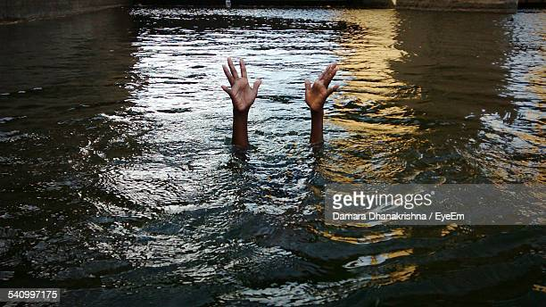 person drowning in river - death stock pictures, royalty-free photos & images
