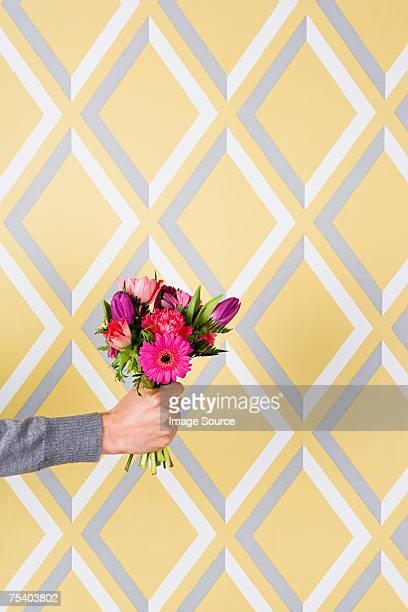 花を持つ人