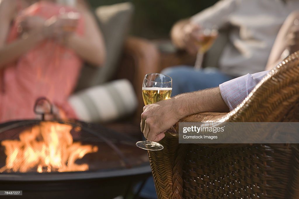 Person holding glass of wine outdoors : Stockfoto