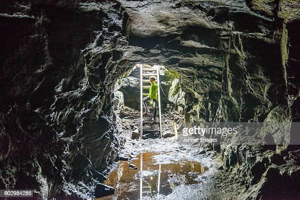 person in cave - unterirdisch stock-fotos und bilder
